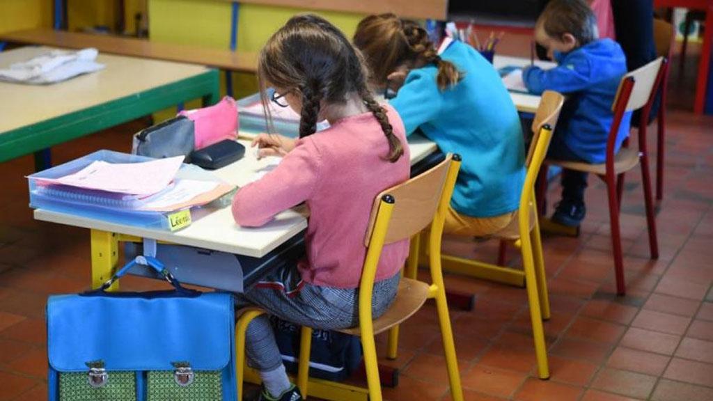 Niños estudiando en el aula